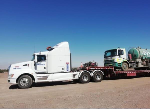 Traslado de camiones, buses, maquinaria pesada y vehículos livianos.
