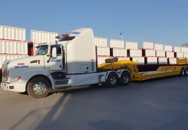 Traslado de camiones, buses y maquinaria pesada.